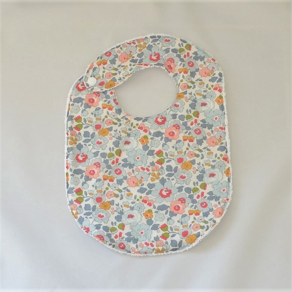 Bavoir première année Liberty Betsy porcelaine et éponge blanche--9995346939842