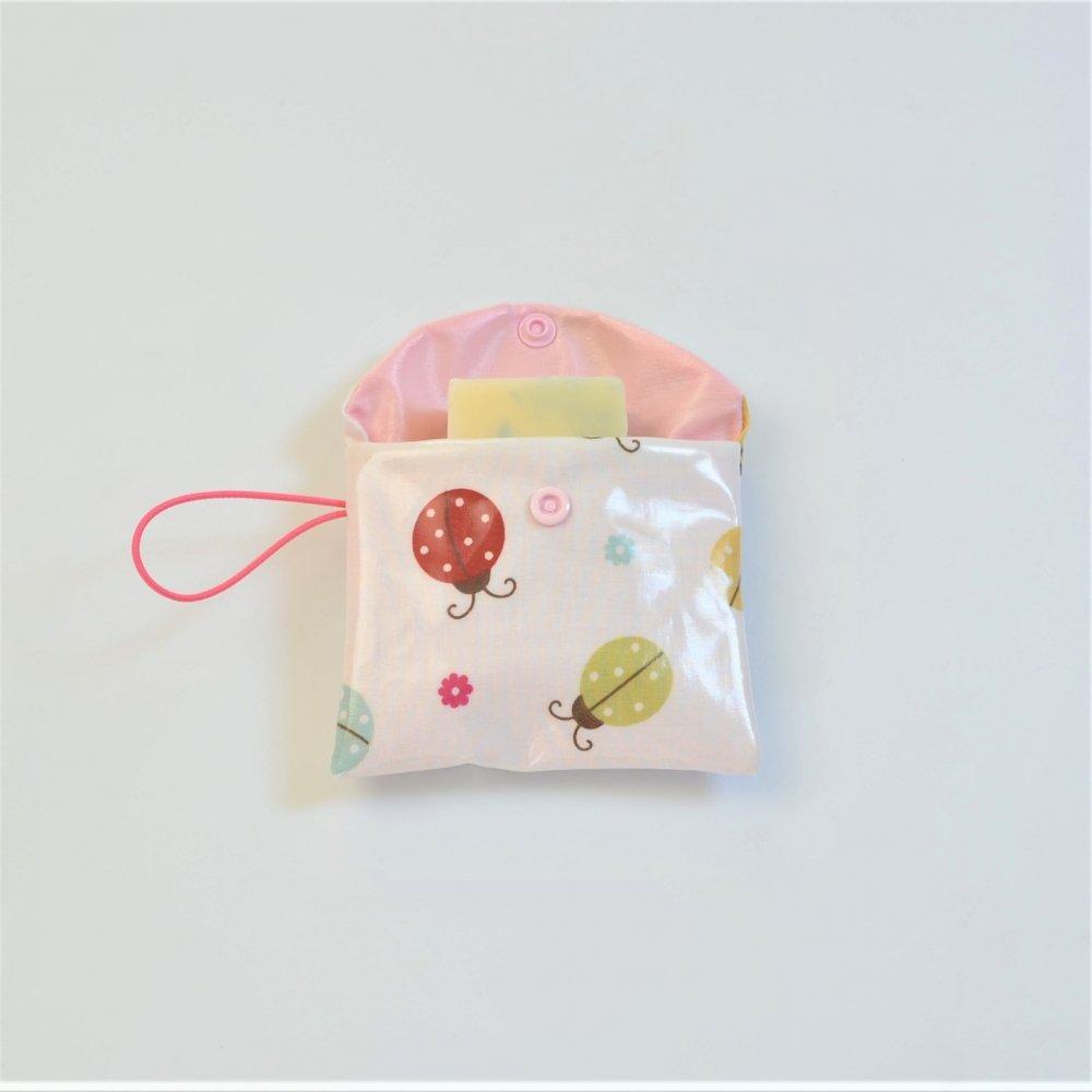 Pochette savon imperméable motif coccinelle--9995971536591