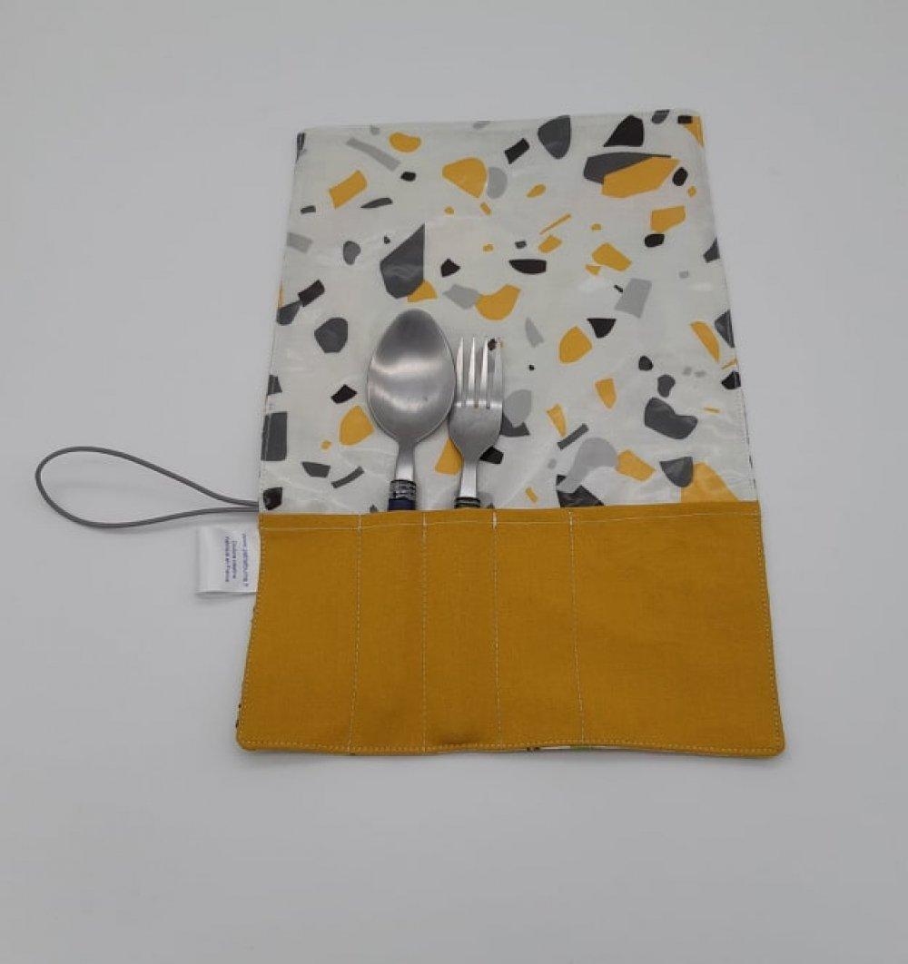Trousse imperméable pour transporter les couverts mappemonde/graffiti--9995753142774