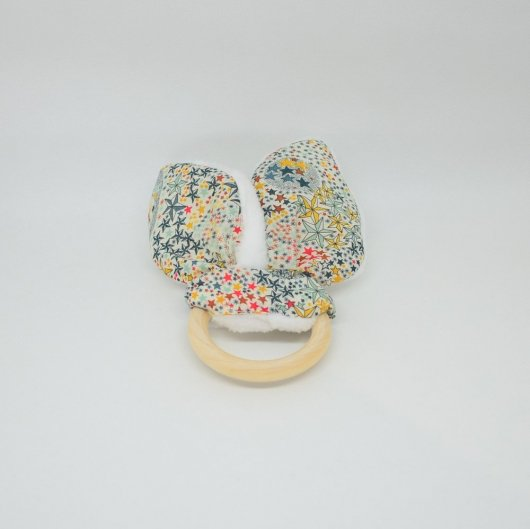 Anneau de dentition Liberty Adeladja multicolore et doudou blanc tout doux