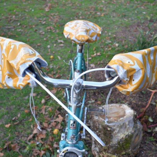 Protege mains guidon vélo impermeable enduit poissons et doublé polaire grise