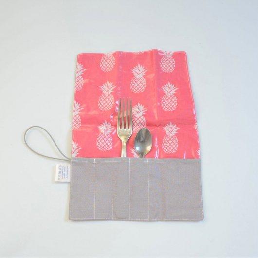 Trousse imperméable pour transporter les couverts motif ananas