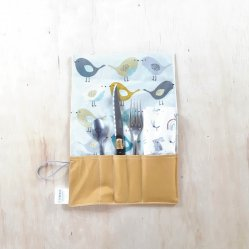 Trousse imperméable pour transporter les couverts ocre/ oiseaux